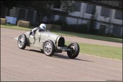 drivein_bugatti_9